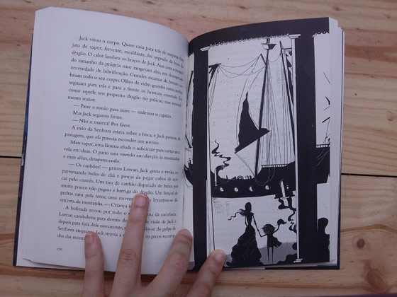 Desenho disposto dentro do livro. Foto: Bárbara Valdez